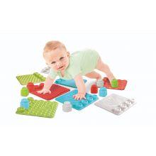 Lekset med känselmattor till baby