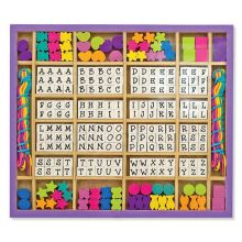 Pärlor med bokstäver och former, trä
